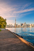 Toronto skyline over ontario lake — 图库照片