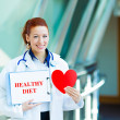 Female doctor holding healthy diet sign — Stock fotografie