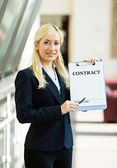 Businesswoman offering to sign contract — Stock Photo