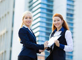Businesswomen signing contract document — Stock Photo