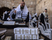 Prayers at the western wall — Stock Photo