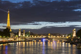 PARIS, FRANCE - OCTOBER 4: Alexander III Bridge and Eiffel Tower on October 4, 2013 in Paris. — Zdjęcie stockowe