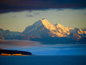Mt Cook view from the blue lake Pukaki — Stock Photo