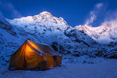 Tent in the mountains on a winter night — Stock Photo