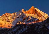 Panorama de enorme montanha — Foto Stock