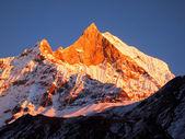 Büyük dağ panorama. — Stok fotoğraf