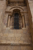Nice lateral romanesque window in San Isidoro Leon, Spain — Foto Stock