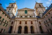 Church facade in  the Royal Site of San Lorenzo de El Escorial — Stock Photo