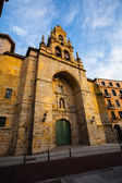Main entrance side view of Saint Vicente church in Bilbao — Stock Photo