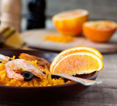 Tradition Seafood Spanish Paella in ceramic dish — Stock Photo