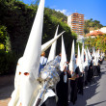 MALAGA, SPAIN - APRIL 09: Nazarenes and musicians from Semana Sa — Stock Photo #48705355