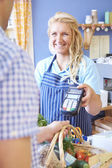 Customer Paying For Shopping Using Credit Card Machine — Stock Photo