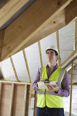 Building Inspector Looking At Roof Of New Property — Stock Photo