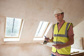 Building Inspector Looking At New Property — Stock Photo