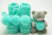 Baby's bootees  turquoise with bear. — Stock Photo