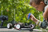 Reparera radio kontroll bilen — Stockfoto