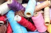 Tangled carretéis de linha de costura — Fotografia Stock