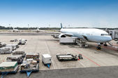 Aircraft Ground Handling at the Airport Terminal — Stock Photo