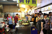 Food Court at the Shilin Night Market in Taipei, Taiwan. — Stock Photo
