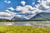 Canadian Landmark: Vermilion Lakes in the Summer — Stock Photo