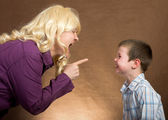 Mother yelling at children — Stock Photo
