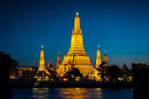 Wat Arun The golden Temple on the blue background — Stockfoto