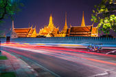 Light curved lines at The Wat Phra Kaew — Stock Photo
