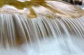вода на скалах — Стоковое фото
