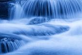 Salto de água com gelo — Foto Stock