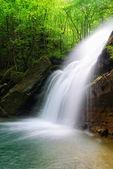 Tropikalny kaskady na wiosnę — Zdjęcie stockowe