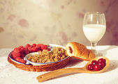 Healthy breakfast with milk and croissants. Fresh tasty berries. — Stock Photo