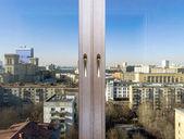 Découvre à la ville par le biais de nouvelles fenêtres — Photo