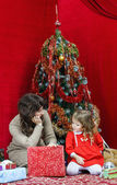 Mother with little daughter finding christmas gifts — Stok fotoğraf