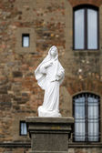 Beautiful sculpture in front of church — Stock Photo