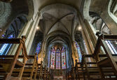 Majestic Carcassone cathedral interiors. Sun light. — Stock Photo