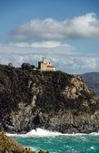 Castelo velho sobre o mar — Foto Stock