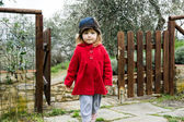 Cute little girl in a country — Stockfoto