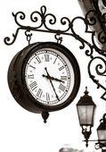 Vista calle reloj estilo vintage — Foto de Stock