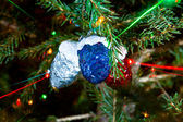 Colorful beams of xmas lights on christmas tree — Стоковое фото