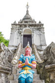Thai temple sculpture — Stock Photo