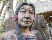 Vieille dame en bois indien — Photo