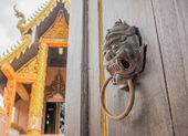 door open to see templ — Stock Photo
