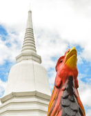 Chicken statue at   temple with blue sky — Stock Photo