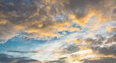 Nube blanca y azul cielo — Foto de Stock