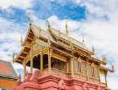 Old temple with white cloud and blue sky — Stock Photo