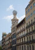 Oude gebouw op de straat van barcelona, Spanje. — Stockfoto