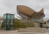 雕塑的金鱼在巴塞罗那港口 olimpik — 图库照片