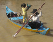 The village of the Vietnamese peasants on the Lake Tonle Sap in Cambodia — Stock Photo
