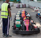 The child prepares for starting on a go-cart in carting club — Stock Photo