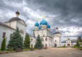 View from Vysotsky's yard of a man's monastery in Serpukhov — Stock Photo